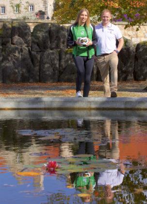 Christian Denk und Diana Sabljak im Klostergelände Haydau. Gerade hat Kirchhofs Führungsspielerin ihren Vertrag verlängert und beide freuen sich riesig auf die weitere Zusammenarbeit bis 2019. Foto: SG 09 Kirchhof