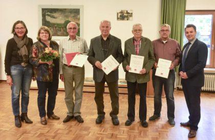 Regine Müller, Gabriele Schnücker, Helmut Wagner, Karl-Heinz Hirth, Werner Rau, Bernd Raubert und Patrick Gebauer (v.l.). Foto: nh