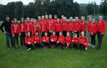 Talente und Kaderathleten mit Sebastian Möller (links). Foto: nh