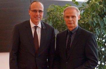 Innenminister Peter Beuth und Kriminalrat Bernhard Volke. Foto: Polizeipräsidium Nordhessen/obs