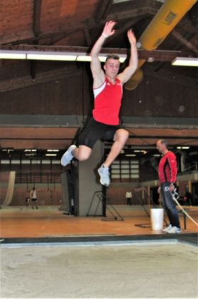 Im letzten Sprung flog Jan Ullrich auf 6,39 m - das reichte zum Sieg im Dreikampf. Foto: nh