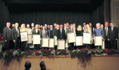 30 neue Handwerksmeister wurden in der Homberger Stadthalle ausgezeichnet. Foto: Kreishandwerkerschaft Schwalm-Eder