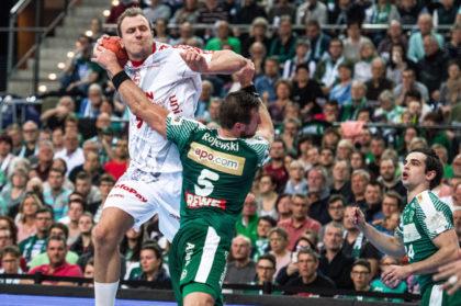 Julius Kühn wird von Andreas Rojewski attackiert. Foto: Alibek Käsler