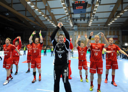 Jubelnde Sieger am Ende eines packenden Spiels: Die MT Melsungen gewann gegen die Rhein-Neckar Löwen. Foto: Heinz Hartung