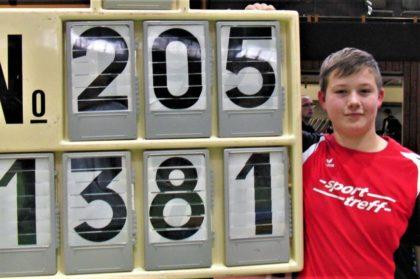 Mit 13,81 m verbesserte der zwölfjährige Luis André den 22 Jahre alten Hallenrekord um 0,51 Meter. Foto: nh