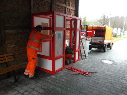 Abbau der Give-Box durch den städtischen Bauhof. Foto: nh