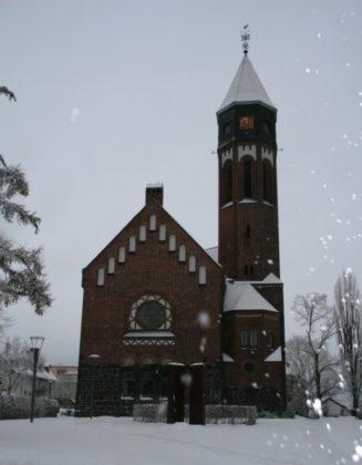 Die Hephata-Kirche im Winterkleid. Foto: nh