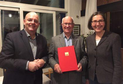 MdB Dr. Edgar Franke, Heinz Schembier und MdL Regine Müller (v.l.). Foto: nh