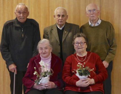 Jeweils von links: Georg Meurer, Adolf Kühlbprn und Heinrich Berge (hinten) und Hildegard Weinreich und Anneliese Hetzer (vorne). Foto: SG 09 Kirchhof