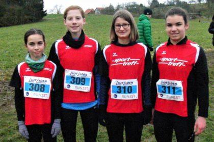 Alessia Oglialoro, Pia Gille, Sarah Langheld und Maya Knaust sorgten insgesamt für vier Titel bei den Schülerinnen bei den Kreis-Crossmeisterschaften in Gudensberg. Foto: nh