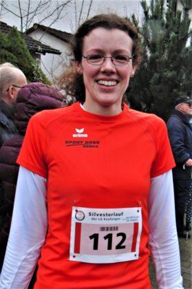 Luise Zieba qualifizierte sich für die deutschen Senioren-Hallenmeisterschaften über 3000 Meter und hatte somit allen Grund zur Freude. Foto: nh