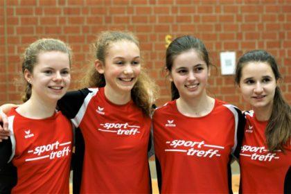 Vivian Groppe, Ella Gleim, Lena Pöppe und Madita Böttcher sorgten in der Rundenstaffel für einen neuen Hallenrekord. Foto: nh
