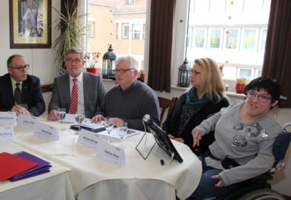 Wolfgang Rausch, Lothar Ditter, Frank Keller, Marion Springs (Mitarbeiterin der Hephata-Behindertenhilfe) und Nadine Moos (v.l.). Foto: nh