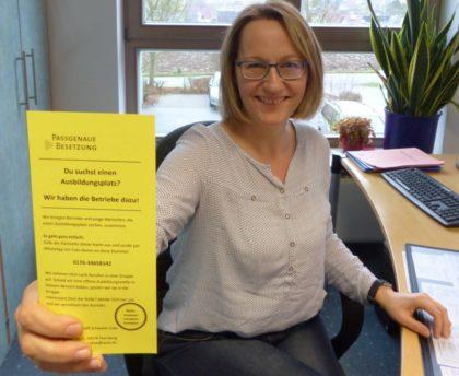 """""""Du suchst einen Praktikums- oder Ausbildungsplatz? Wir haben die Betriebe dazu!"""", sagte Heike Jäckel, die Betrieben und Schülern hilft zueinander zu finden. Foto: Kreishandwerkerschaft Schwalm-Eder"""
