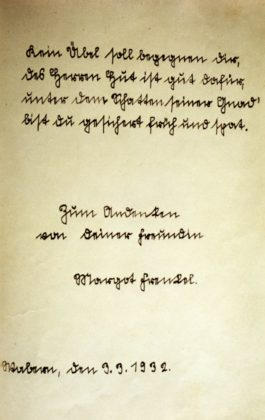 Eintrag von Margot Frenkel und das Poesiealbum von Wilhelmine Pilgram vom 3. März 1932. Repro: Thomas Schattner