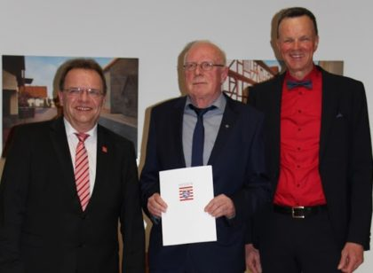 Landrat Winfried Becker, Manfred Ries und Bürgermeister Heinrich Vesper (v.l.). Foto: nh