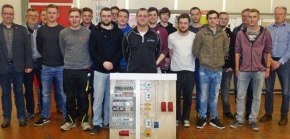 Mit Erfolg legten die neuen Elektroniker ihre Gesellenprüfung ab. Foto: Kreishandwerkerschaft Schwalm-Eder