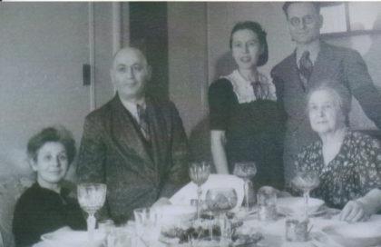 Irma Oppenheim-Löwenstein mit Ehemann Benno, Hanna Lissauer-Löwenstein mit Ehemann Gustav und Mutter Gitta Löwenstein, November 1945. Foto: Archiv Thomas Schattner