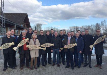 """Gruppenfoto der Projektpartner im Projekt """"Heimatfisch"""". Foto: Regionalmanagement"""