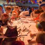 Bemalen der Karnevalsfahne am Kinderkarneval. Foto: nh