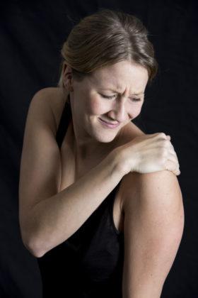Auch Schmerzen des Stütz- und Bewegungsapparates lassen sich durch spezielle Therapieverfahren dauerhaft lindern oder heilen. Foto: AOK Mediendienst