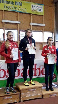 Vize-Hessenmeisterin Franka Scheuer (links) bei der Siegerehrung. Foto: nh