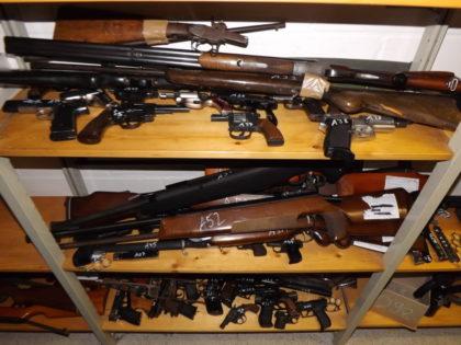 Abgegebene Waffen. Foto: Polizeipräsidium Nordhessen/obs
