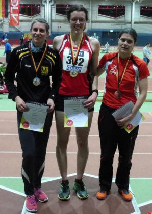 Siegerehrung über 3000m der W35 mit Luise Zieba als deutsche Meisterin. Foto: nh
