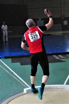 Uwe Krah, der im Kugelstoßen erneut an seinen Nerven und an seinem hohen Erwartungshorizont scheiterte und mindestens eineinhalb Meter hinter seinem Ziel zurückblieb. Foto: nh