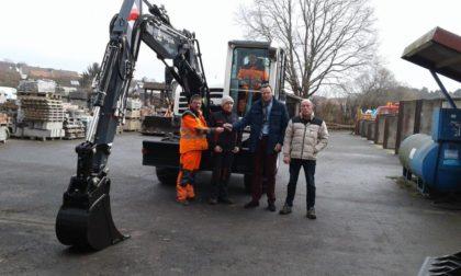 Vorarbeiter Udo Berneburg, Uwe Dunkel, Facharbeiter Ewald Keller, Bürgermeister Heinrich Vesper und Bauamtsleiter Peter Wahl (v.l.). Foto: nh