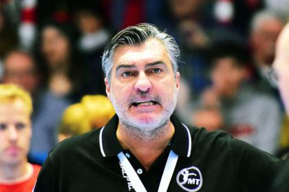 Michael Roth steht am Sonntag zum 500. Mal als Trainer bei einem Bundesligaspiel an der Seitenlinie. Foto: Heinz Hartung