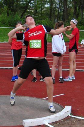 Luis André bei seinem Rekordstoß von 15,01 Meter. Foto: nh