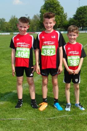 Dreifacher Erfolg durch Linus Schopf (Mitte), Aaron Wicke (links) und Fabio Oglialoro im 800-Meter-Lauf der M10. Foto: nh