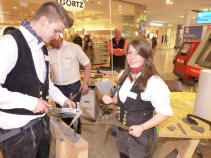 Aktiv um Auszubildende bemüht sich die Dachdecker-Innung Kassel, wie hier bei einer Ausstellung oder auch auf Bildungsmessen. Foto Archiv: Wolfgang Scholz