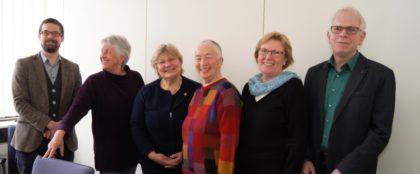Kreistagsabgeordneter Marcel Breidenstein (Grüne), Gerlinde Bergmann (Frauennetzwerk e.V.), MdL Sigrid Erfurth (stellvertretende Fraktionsvorsitzende der Grünen im Landtag), Karin Glathe (Frauennetzwerk e.V.), Kreistagsabgeordnete Dorothea Pampuch (Grüne) und Kreistagsabgeordneter Jörg Warlich (Grüne) (v.l.). Foto: nh