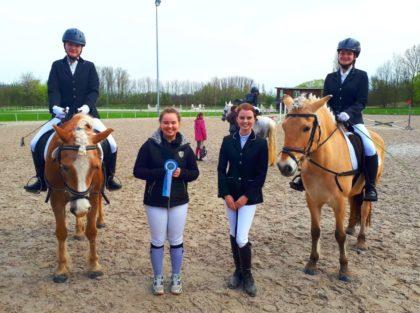 Lenja Helwig auf Amos, Lisa Marie Damm, Juliana Dunkel und Letitia Haase auf Tia (v.l.). Foto: nh