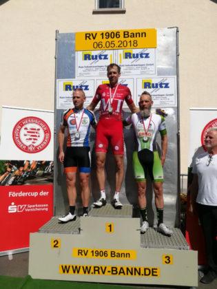 Axel Hauschke bei der Siegerehrung. Foto: Leonid Berlitz