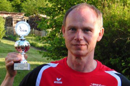 Bernd Gabel - Stabhochsprungsieger der M55 in Hofgeisemar mit 2,72 Meter. Foto: nh