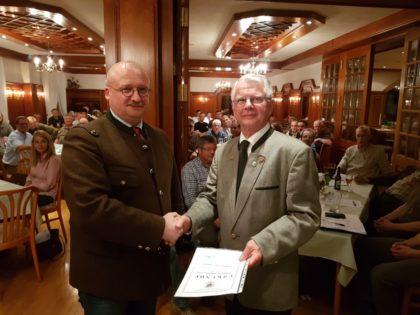 Der scheidende Vorsitzende Wolfgang Sangerhausen (rechts) mit LJV Geschäftsführer Alexander Michel. Foto: nh