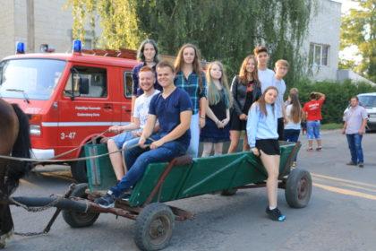 In der Ukraine noch im Einsatz: Die Jugendlichen 2017 auf einem Pferdefuhrwerk. Foto: Elisa Mand