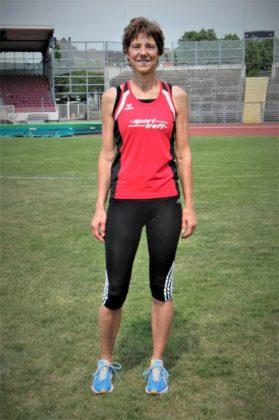Jutta Pfannkuche stellte mit 1,36 Meter einen neuen Landesrekord für die W60 auf. Foto: nh