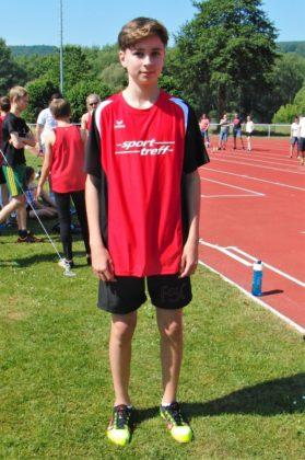 Mit guten 4,83 m sicherte sich Kilian Krah den Sieg im Weitsprung der M13. Foto: nh