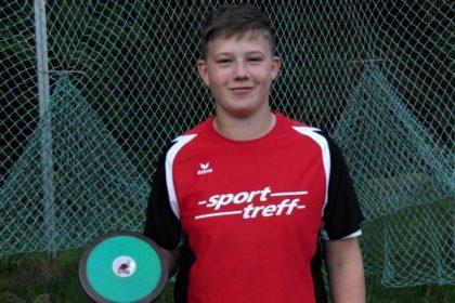 Luis André hatte allen Grund sich zu freuen - der 13-Jährige verbesserte den 44 Jahre alten Hessenrekord im Diskuswerfen um fast vier Meter. Foto: nh