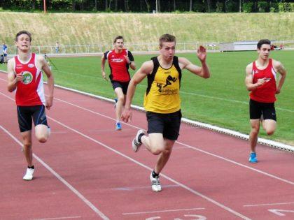 Marvin Knaust - ganz rechts - verbesserte sich über 200 Meter auf 24,16 Sekunden und unterbot dabei seinen Hausrekord um 1,5 Sekunden. Foto: nh