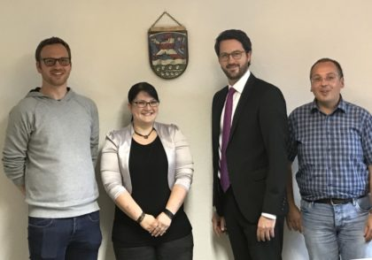Daniel Kunz, Sarah Honerkamp, Bürgermeister Dr. Philipp Rottwilm und Marco Dreher (v.l.). Foto: nh