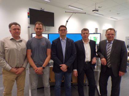 Dr. Hartmut Lotz, Florian Weber, Dr. Matthias Zwinger, Andreas Begger und Landrat Winfried Becker (v.l.). Foto: nh