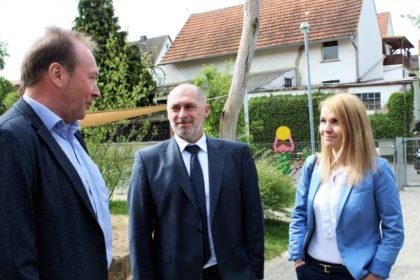Bürgermeister Herbert Vaupel, René Rock und Wiebke Knell (v.l.). Foto: nh