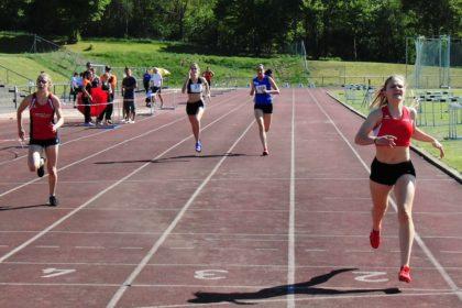 Für einen Melsunger Doppelsieg über 400m der U20 sorgten Franziska Ebert (62,03) und Lynn Olson (62,88). Foto: nh