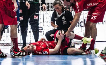 """Tobias Reichmann, hier die Szene aus dem letzten Spiel gegen Erlangen, wird verletzungsbedingt nicht gegen die """"Eulen"""" auflaufen können. Foto: A. Käsler"""