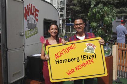 Die Moderatoren Julia Tzschätzsch und Daniel Mauke. Foto: hr/Marco Möller